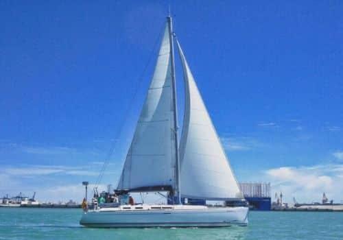 Alquilar veleros en Ibiza